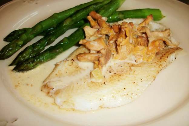 DINNER-PAL Sole With Creamy Chanterelle SauceDINNER-PAL Sole With Creamy Chanterelle Sauce
