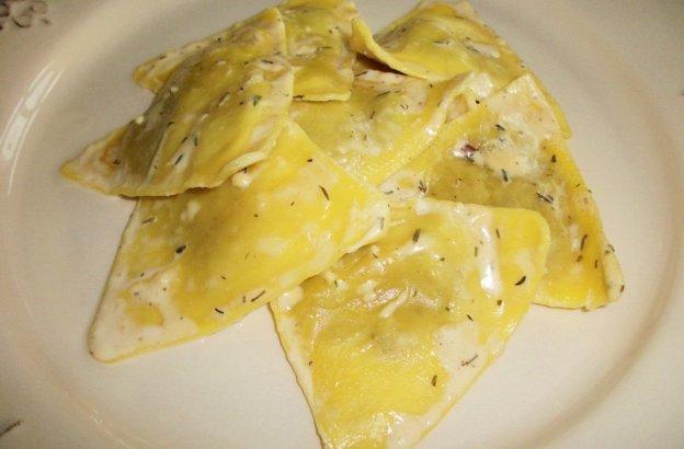 Raviolis With Creamy Truffle Sauce