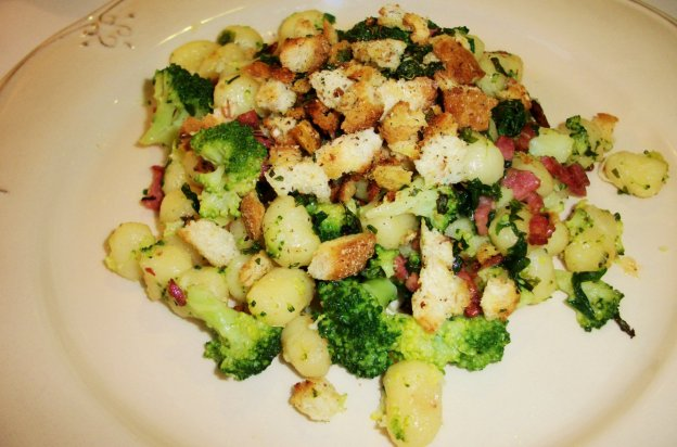 DINNER-PAL Gnocchi With Pancetta And Broccoli