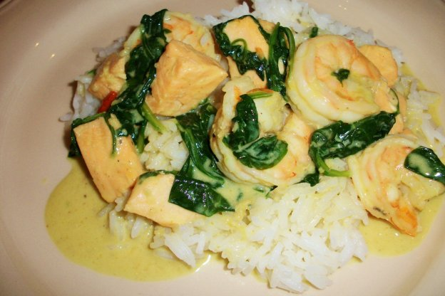 DINNER-PAL Salmon And Prawn Curry